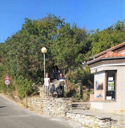 Боядисаха и почистиха района около Асеновата крепост за Световния ден на туризма